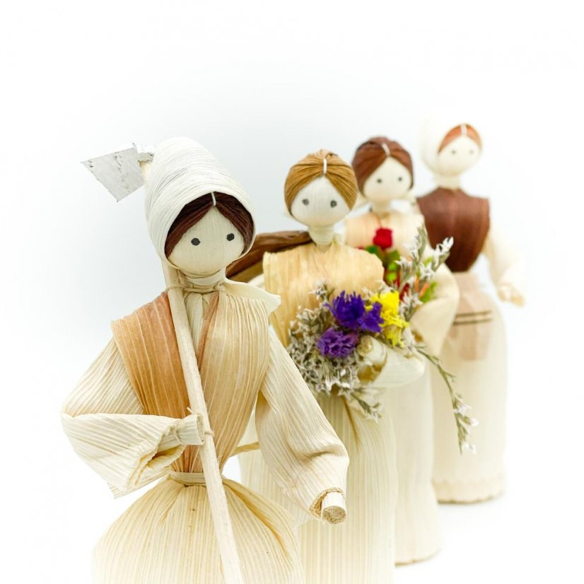Corn husk doll - purple bouquet